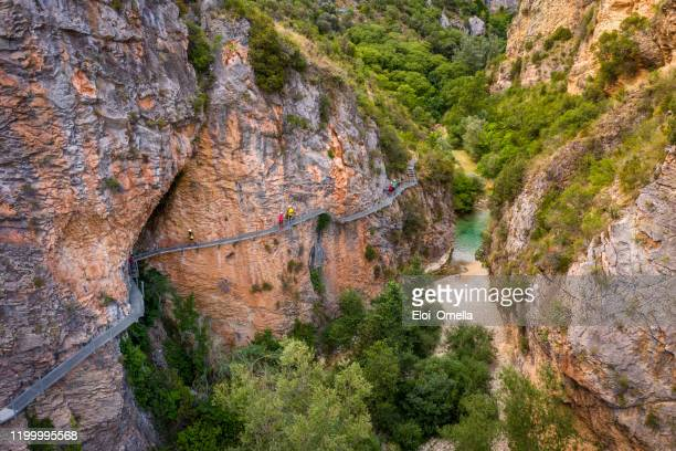 aerial view gangway over vero river in alquezar, huesca, spain - huesca stock pictures, royalty-free photos & images