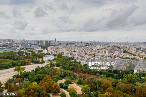 aerial view looking across paris, france - etalement urbain photos et images de collection
