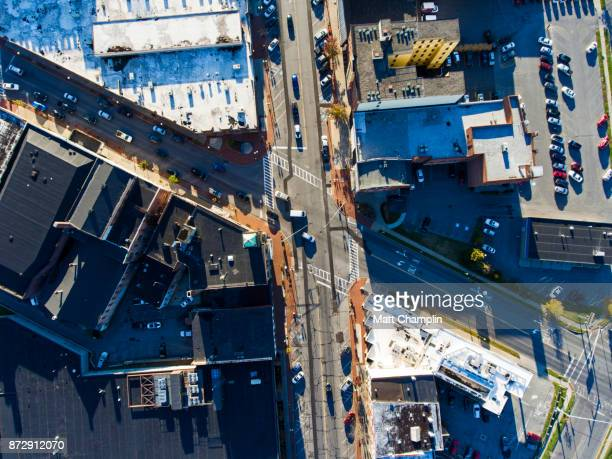 aerial view looking down on city streets in upstate new york - lake auburn - fotografias e filmes do acervo