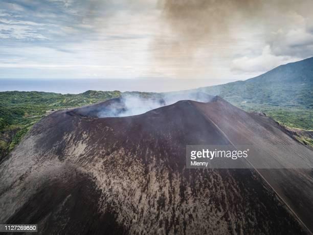 vista aerea monte yasur vulcano tanna island vanuatu - cratere vulcano foto e immagini stock
