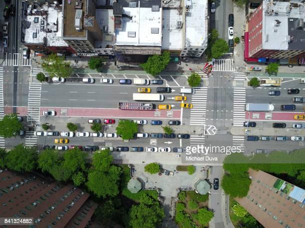 aerial view of 1st ave in nyc - manhattan stad new york stockfoto's en -beelden