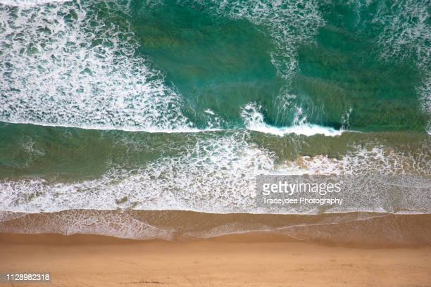 aerial view of a beach in mooloolaba, sunshine coast with turquoise coloured water, sea foam and golden sand - mooloolaba stock pictures, royalty-free photos & images
