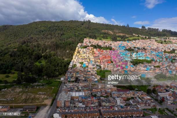 lucht mening van een kleurrijke buurt in het noorden van bogota - colombia land stockfoto's en -beelden