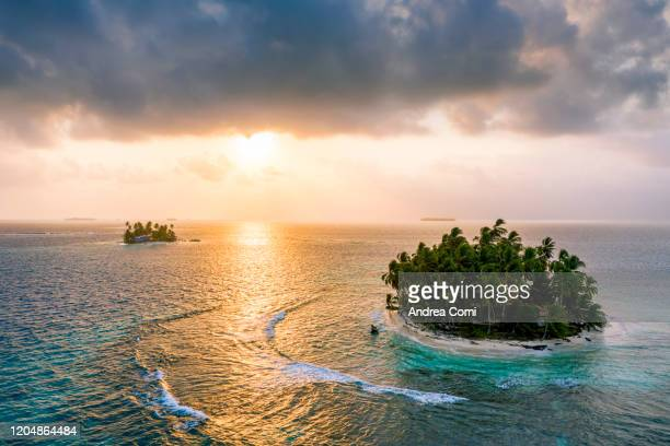 aerial view of a desert island at sunrise, san blas, panama - archipelago stock pictures, royalty-free photos & images