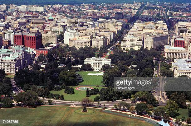 aerial view of a government building, white house, washington dc, usa - la maison blanche photos et images de collection