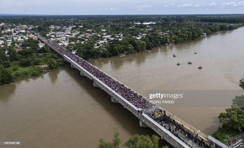 TOPSHOT-MEXICO-GUATEMALA-HONDURAS-US-MIGRATION : News Photo