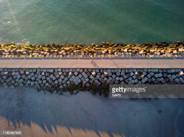 aerial view of a jetty at the entrance of the harbour of scheveningen - scheveningen stock pictures, royalty-free photos & images