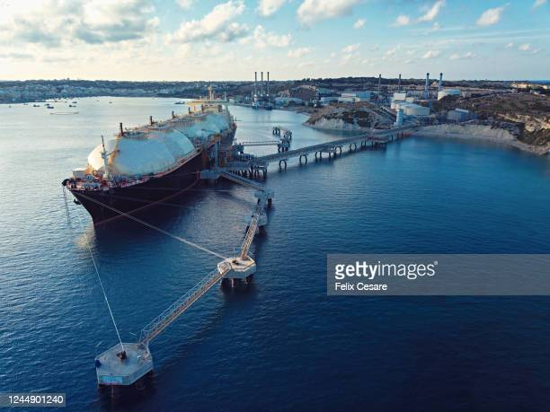 aerial view of a liquefied natural gas (lng) tanker moored to the jetty - 液化天然ガス ストックフォトと画像
