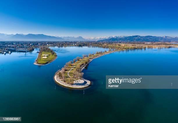 luchtmening van een schiereiland - bregenz stockfoto's en -beelden