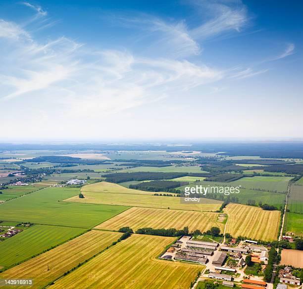 Luftbild von einem Außenbezirk, Landwirtschaft
