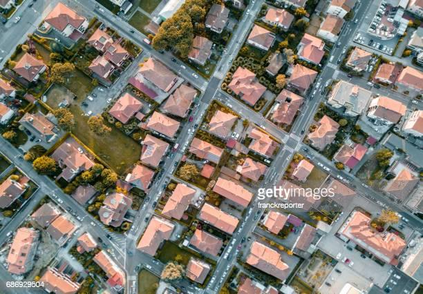 Luftaufnahme von einem Dorf in Italien
