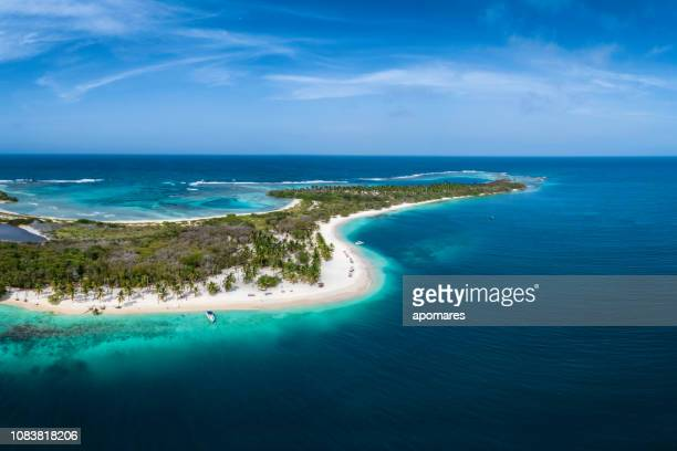 aerial view of a white sand cay in the caribbean sea with turquoise waters - caribbean stock pictures, royalty-free photos & images
