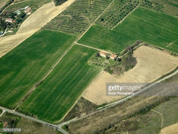 aerial view of agricultural land in the tuscan countryside near florence, italy - inquadratura da un aereo foto e immagini stock