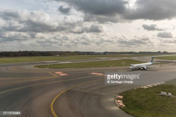 aerial view of airplane getting ready to take off - zaventem airport stock pictures, royalty-free photos & images