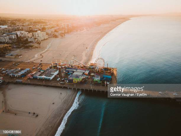 aerial view of amusement park at beach during sunset - santa monica stock-fotos und bilder