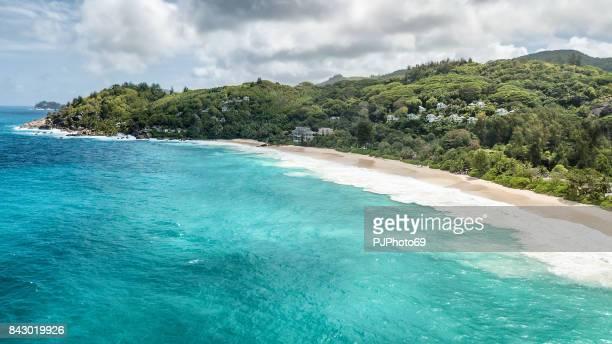 luftaufnahme der anse intendance - mahe - seychellen - pjphoto69 stock-fotos und bilder
