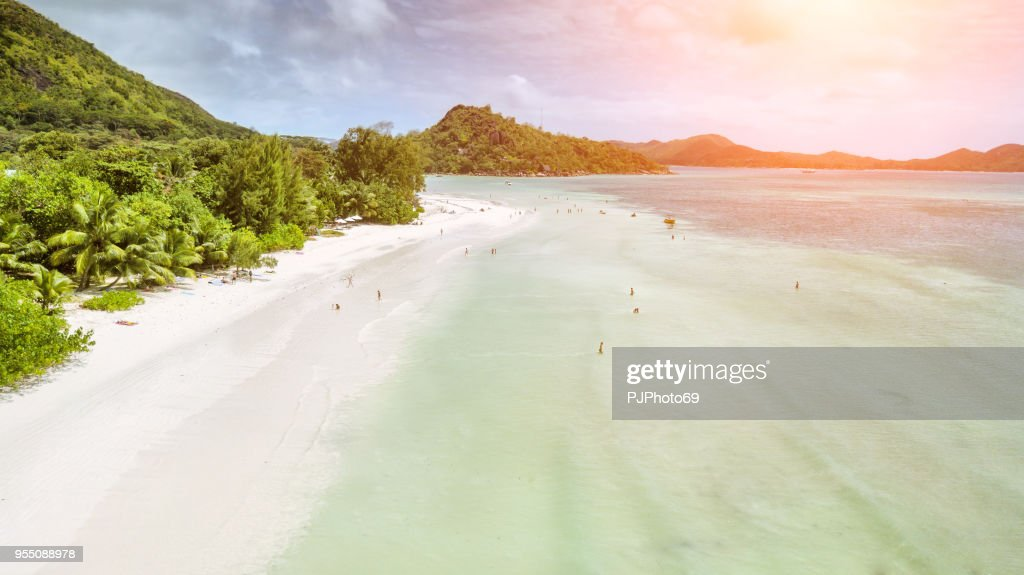 Aerial view of Anse Volbert with tourists - Praslin - Seychelles : Foto stock