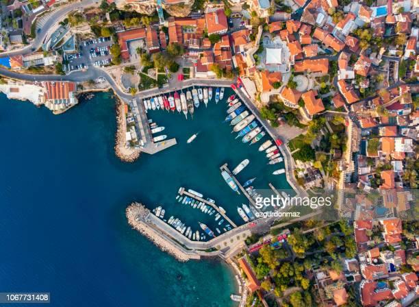 vue aérienne du port d'antalya (kaleici) - navigation de plaisance photos et images de collection