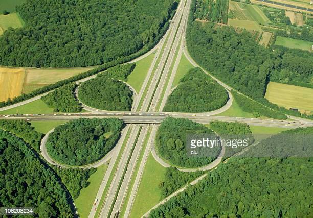 Luftaufnahme der Überführung der Autobahn