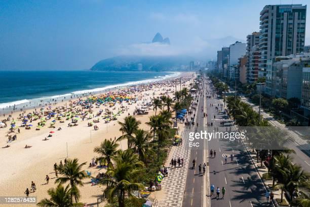 aerial view of beach and promenade in rio de janeiro, brazil - rio de janeiro stock pictures, royalty-free photos & images