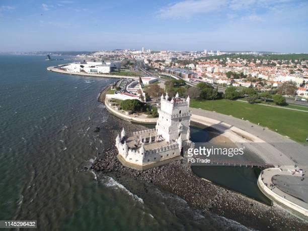 veduta aerea della torre di belem, lisbona, portogallo - inquadratura da un aereo foto e immagini stock