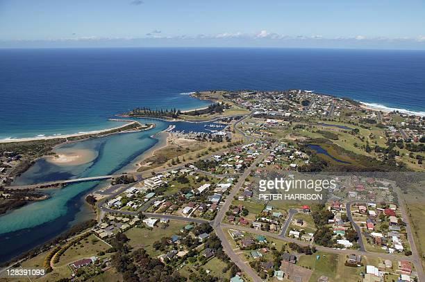aerial view of bermagui, nsw, australia - bundesstaat new south wales stock-fotos und bilder