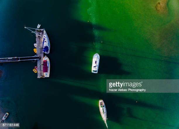 aerial view of boat parked. - ファンガパラオア半島 ストックフォトと画像
