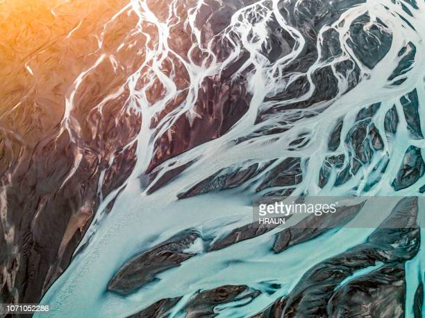 aerial view of braided river. - islanda foto e immagini stock