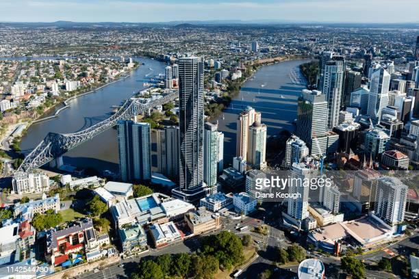 aerial view of brisbane cbd - brisbane photos et images de collection