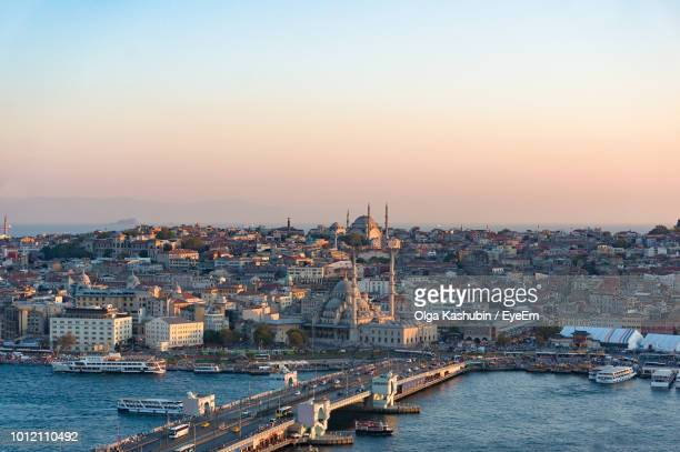 aerial view of buildings in city at sunset - istanbul photos et images de collection