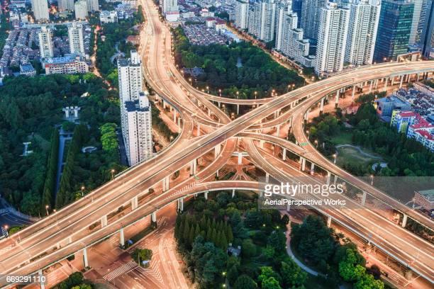 Luftaufnahme von belebten Straße Kreuzung