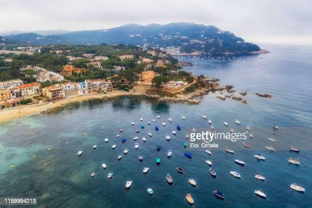 vista aérea de calella de palafurgell y llafranc en costa brava. españa - provincia de gerona fotografías e imágenes de stock