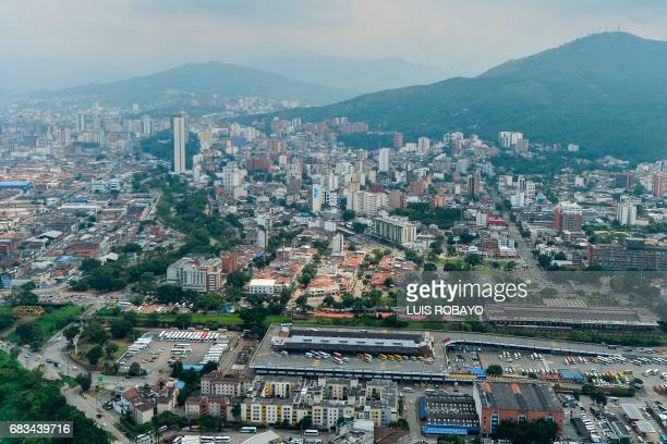 Aerial view of Cali Colombia on May 15 2017 / AFP PHOTO / LUIS ROBAYO