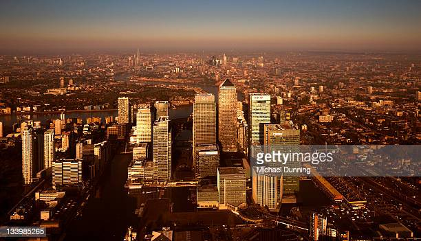 aerial view of canary wharf - dawn dunning stockfoto's en -beelden