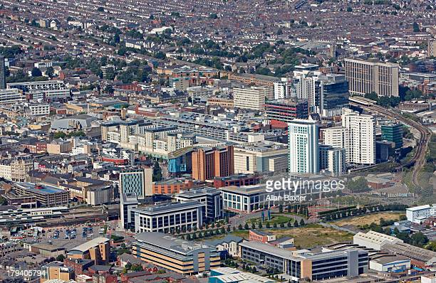 aerial view of cardiff city center - cardiff galles foto e immagini stock
