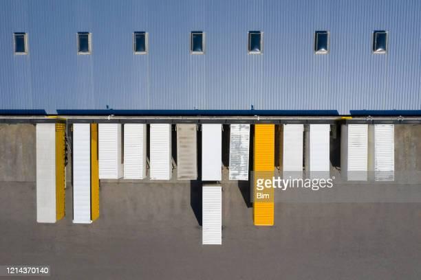 貨物コンテナおよび流通倉庫の航空写真 - 工場地帯 ストックフォトと画像