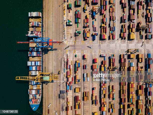 aerial view of cargo ship, cargo container in warehouse harbor at valencia - ponto de vista de drone - fotografias e filmes do acervo