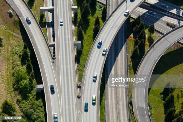aerial view of cars driving on freeway - carrefour photos et images de collection