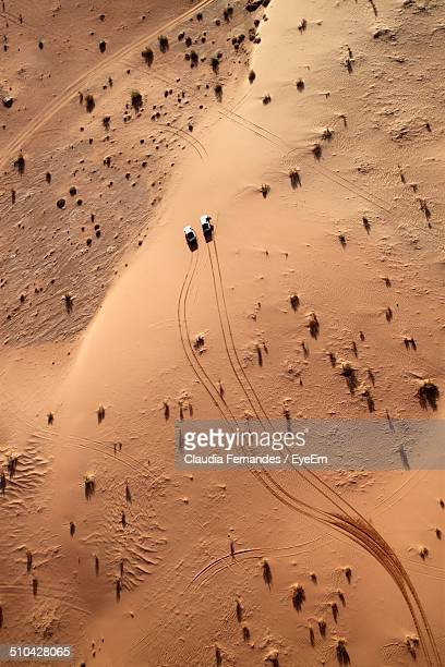 aerial view of cars driving through desert - jordan middle east stock pictures, royalty-free photos & images