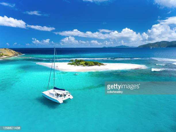 サンディスピット、イギリス領ヴァージン諸島でのカタマランの空中写真 - バージン諸島 ストックフォトと画像