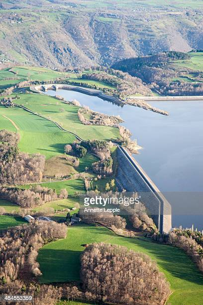 aerial view of catchment lake and dam wall - aveyron photos et images de collection