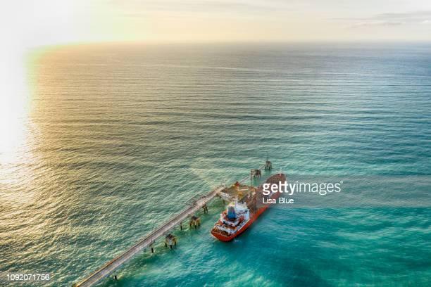luchtfoto van chemicaliëntanker wachten op laden - schip watervaartuig stockfoto's en -beelden