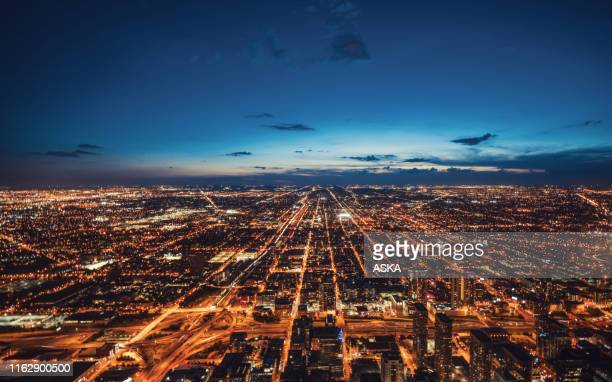aerial view of chicago skyline at night - paesaggio urbano foto e immagini stock