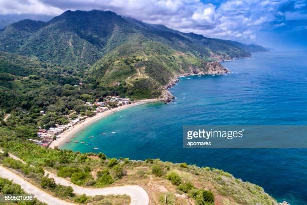 vista aérea de la costa de chichiriviche de la costa, estado vargas, venezuela, - paisajes de venezuela fotografías e imágenes de stock