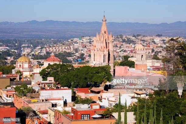 aerial view of church in san miguel de allende cityscape, guanajuato, mexico - san miguel de allende fotografías e imágenes de stock
