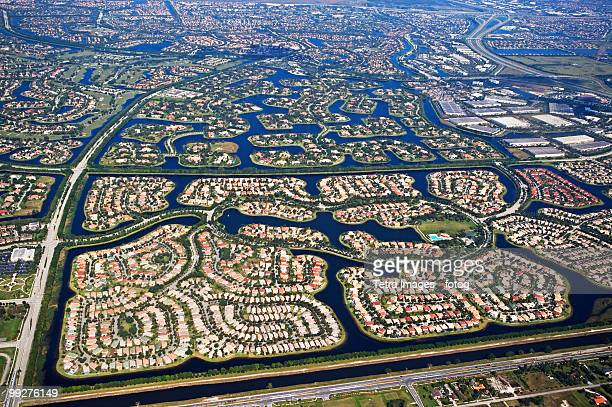 aerial view of city - urban sprawl stock pictures, royalty-free photos & images