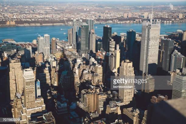 aerial view of cityscape by sea - bortes stockfoto's en -beelden
