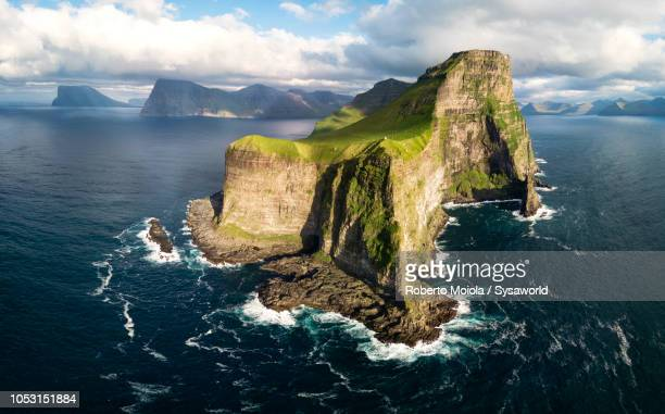 aerial view of cliffs, kalsoy island, faroe islands - islas faroe fotografías e imágenes de stock