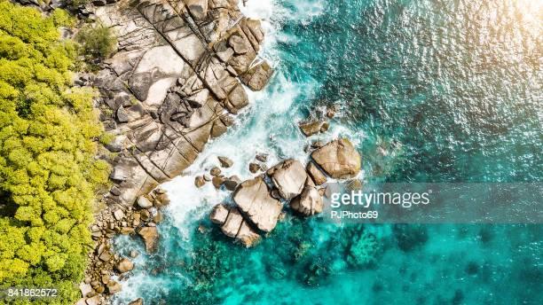 luftaufnahme der küste - anse royale - insel mahé - seychellen - pjphoto69 stock-fotos und bilder