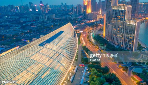 aerial view of commercial district - liyao xie photos et images de collection